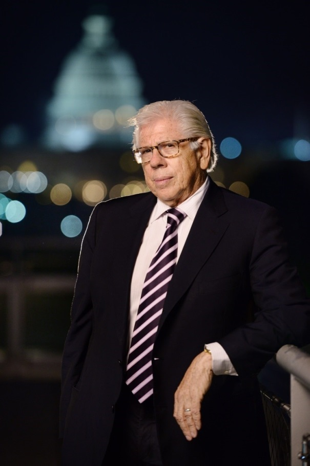 Carl Bernstein, night photo with the capitol lighted in the background