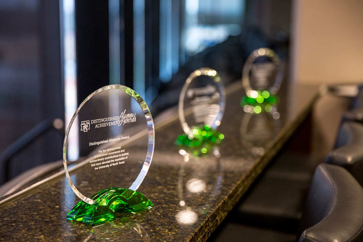 UNT honors outstanding alumni at annual dinner